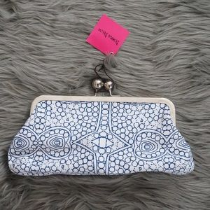 Handbags - NWT Donna Dixon clutch with dark blue patterns ❤️
